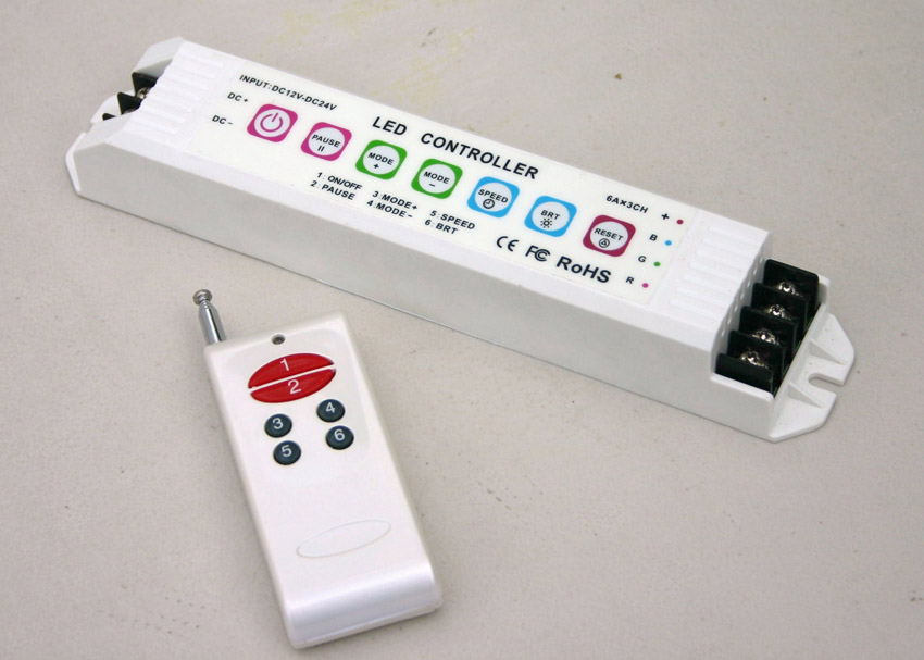 Controlador RGB, 16 Secuencias. Incluye Control Remoto, con memoria: 4 escenas, 6A/CH x3 Max18A, 216W/432W(12V/24V)